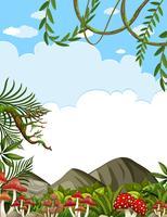 Schöne Waldlandschaft und klarer blauer Himmel