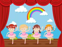 Vier Mädchen tanzen auf der Bühne