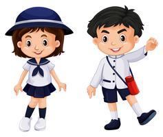 Japansk pojke och flicka i skoluniform