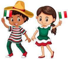 Glad pojke och flicka som håller flagga i Mexiko