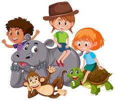 Isolierte Kinder mit wilden Tieren vektor