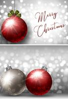 Zwei Weihnachtskartenschablonen mit silberner und roter Kugel