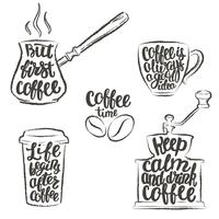 Kaffebrev i kopp, kvarn, krukgrunge konturer. Moderna kalligrafi citat om kaffe. Vintage kaffeföremål med handskriven fras.
