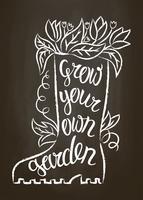 Kreidekontur des Gummistiefels mit Blättern und Blüten und Schriftzug - Bauen Sie Ihren eigenen Garten auf Kreidetafel an. Typografieplakat mit inspirierend Gartenarbeitzitat.