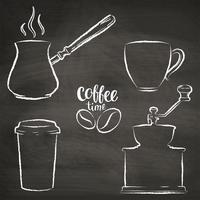 Sats med kaffekopp, kvarn, krukgrunge konturer. Vintage kaffe objekt samling på kritkort.