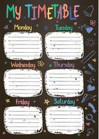 Schulzeitplanschablone auf Kreidebrett mit Hand geschriebenem farbigem Kreidetext. Wöchentlicher Stundenplan im skizzenhaften Stil, dekoriert mit handgezeichneten Schulgekritzeln an der Tafel.