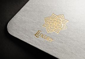 Lyxig Mandala-logotypvektordesign vektor