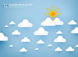 Sol och vita moln på papper konst och hantverk med pastellblå himmel bakgrund med kopia utrymme.