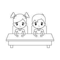 kleine Schüler sitzen in der Schulbank