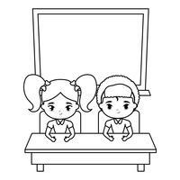 süße kleine Studenten im Schreibtisch mit Board School vektor