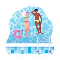 interracial par med baddräkt som svävar i vatten