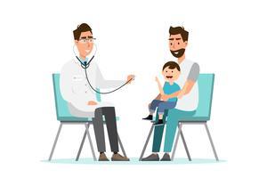 Der Arzt hört auf das Atem-Statoskop für ein Kind, das auf dem Schoß seines Vaters sitzt