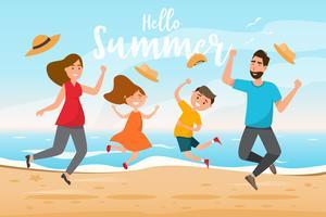 Glad familj. Far, mor, son och dotter hoppar tillsammans med sommarturen
