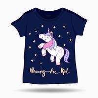 Kleine lustige Einhornillustration auf T-Shirt scherzt Schablone. Vektor-illustration