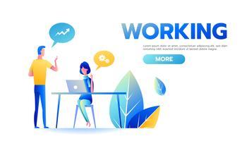 Affärsman och affärskvinna som tillsammans arbetar och diskuterar affärsstrategi på kontorsskrivbordet
