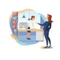 Weiblicher Chef, der Büroangestellten schilt