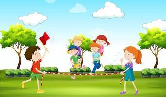 Barn som spelar piggy back rider i parken vektor