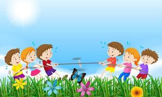 Barn som spelar dragkamp i ett fält