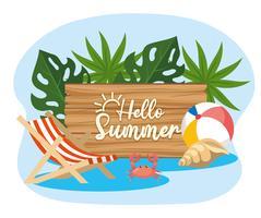 Hej sommar trä skylt nära stranden