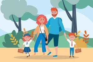 Mutter und Vater, die Kinder zur Schule bringen