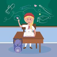 Blond flickastudent på skrivbordet i klassrum