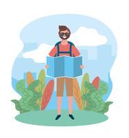 Männlicher Tourist mit der Sonnenbrille, die Karte hält