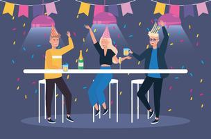 Män och kvinna med drinkar på festen
