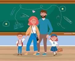 Fader och mor med flick- och pojkestudenten i klassrum