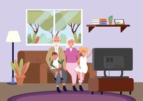 Morföräldrar och barnbarn sitter på soffan