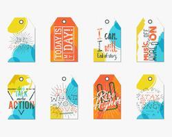 Samling av kreativa taggar med ordstäv från inspirationstypografier, tecken. Uppsättning etiketter och motivationsvektortekster - mer action, höj högre. Affischmallar för webb, tryck på t-shirt, tee design