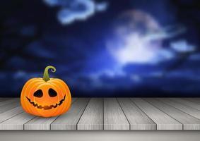 Halloween-Hintergrund mit Kürbis auf einem Holztisch gegen eine gespenstische Landschaft