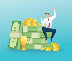 Geschäftsmann, der auf einem großen Geld und Münzen sitzt