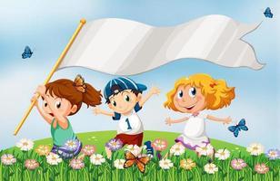 Tre ungar på kullen springer med ett tomt baner