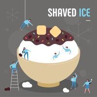 Asiatischer Sommernachtisch. Kleine Leute, die riesige rote Bohnensoße machen, rasierten Eis.