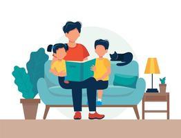 Pappa läser för barn. Familjesammanträde på soffan med boken