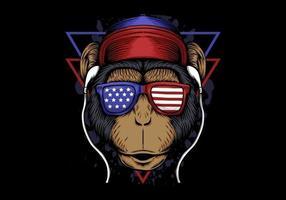Apa lyssnar på hörlurar som bär solglasögon för amerikanska flaggan