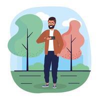lustiger Mann mit Smartphone mit Freizeitkleidung