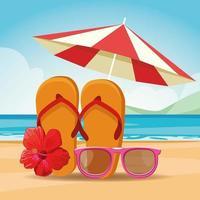 Sandalen Sonnenbrillen und Sonnenschirm am Strand