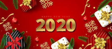 2020 Schriftzug mit Geschenkboxen, goldenen Schneeflocken, Kugeln, Sternen und Kiefernblättern