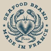 Nautisk emblem med krabba i graverad stil vektor