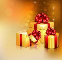 Verschiedene goldene offene Geschenkboxen mit rotem Bogen und Band