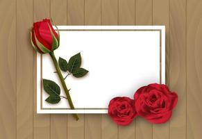 Träbakgrund för valentindag med ros- och anteckningskortet
