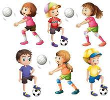 Kinder spielen Volleyball und Fußball vektor