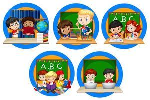 Barn som läser böcker i skolan vektor