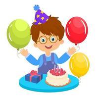 glücklicher Junge an seinem Geburtstag