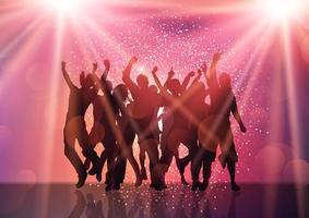 festmassan med strålkastare och konfetti