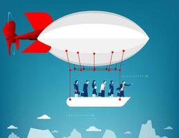Geschäftsteam, das im Himmel auf Heißluftballon fliegt. Blick über Berggipfel