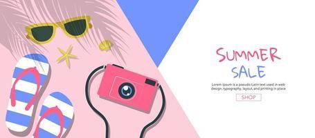 Sommer Sale Banner mit Sandalen, Kamera und Sonnenbrille vektor