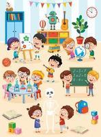 små barn som studerar och leker i förskoleklassrummet