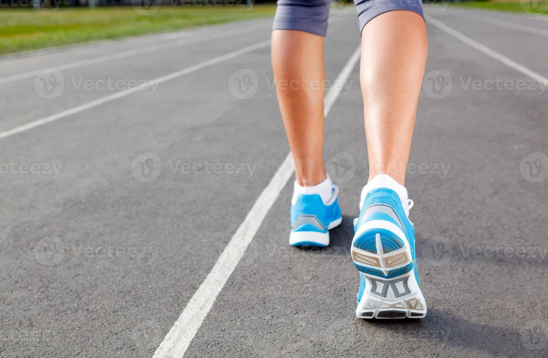 Gros plan de chaussures de coureurs - concept de course. photo
